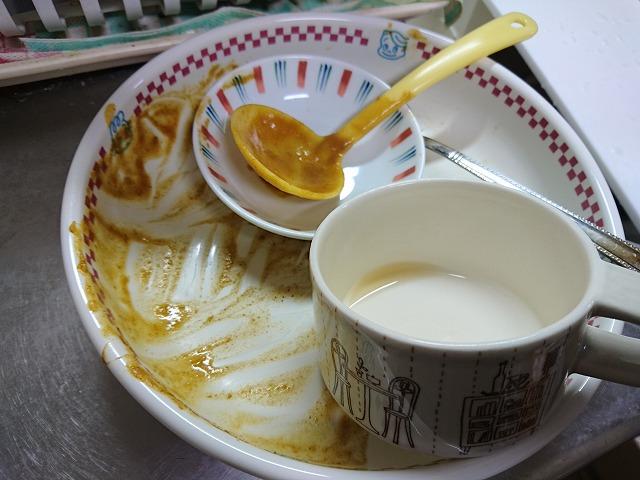 汚れた食器重ねイメージ