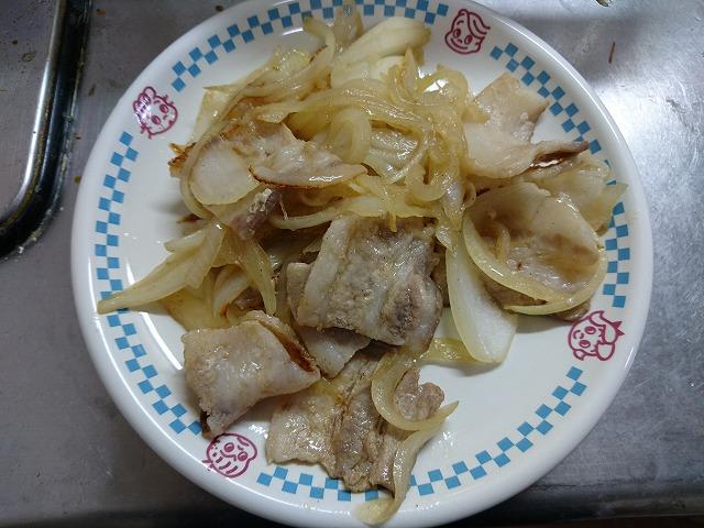 豚バラ肉と玉ねぎのコンソメ炒め